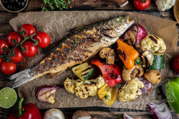 Сибас и овощи на гриле