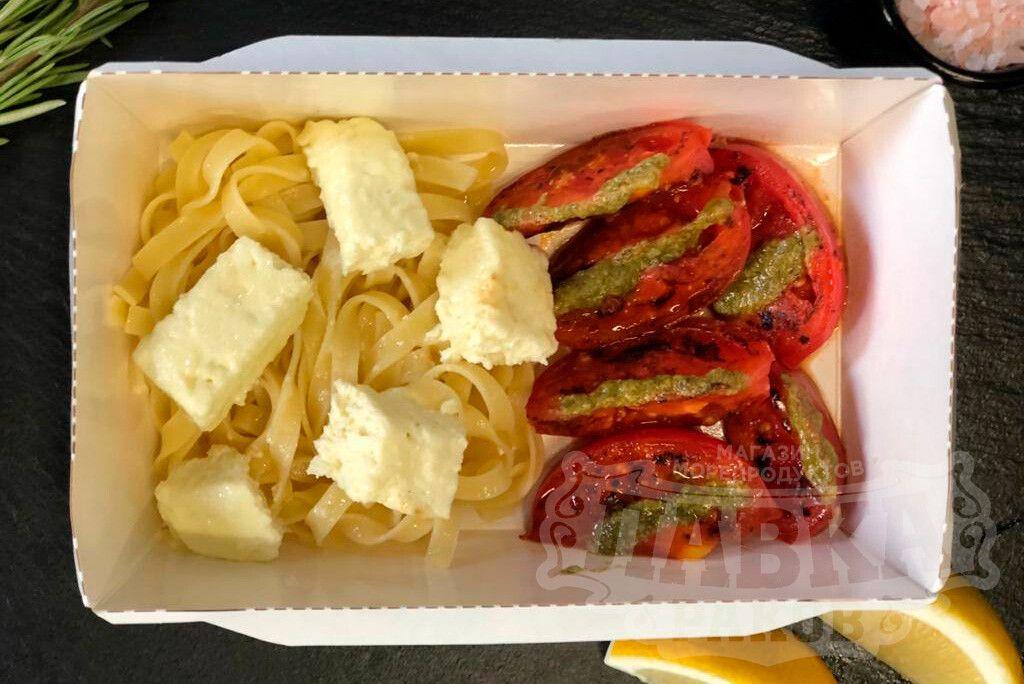 Паста с фетой и томатами